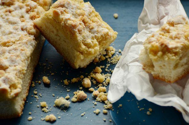 Den Obstkuchen vom Blech kannst du auch mit Streuseln verfeinern.
