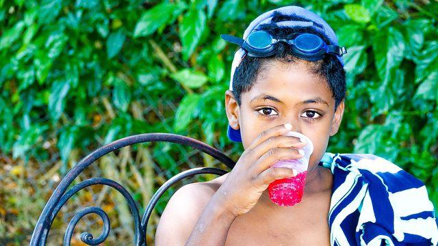 Kinder können schnell die Tageshöchstmenge erreichen, wenn sie Limonaden mit Natriumcyclamat trinken.