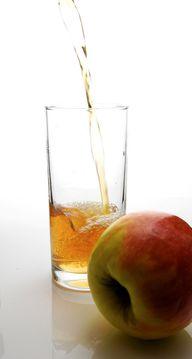Apfelsaft kannst du mit oder ohne Entsafter herstellen.