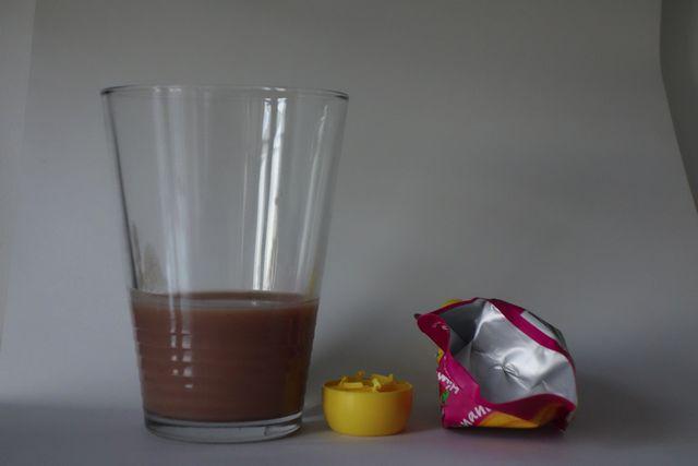 Viel Verpackung, wenig Inhalt: Der Inhalt einer Obstbrei-Tüte