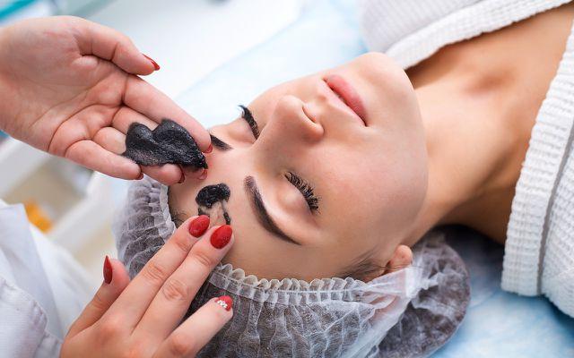 Rhassoul eignet sich gut für Gesichtsmasken.