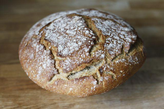 Mit Dinkel-Vollkornmehl gebackenes Brot ist besonder gesund.