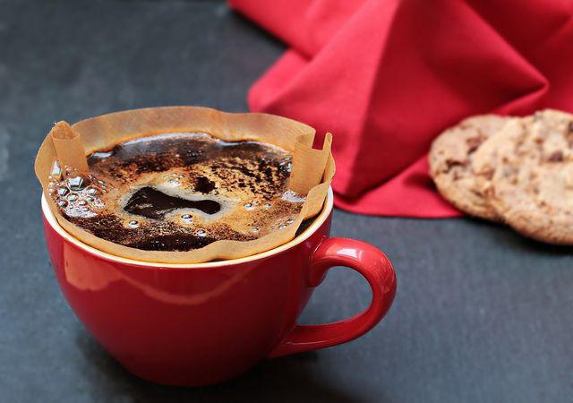 Kaffeesatz: Nutze seine Inhaltsstoffe gegen Cellulite.