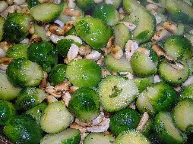 Rosenkohlsalat als tolle Salatalternative im Winter.