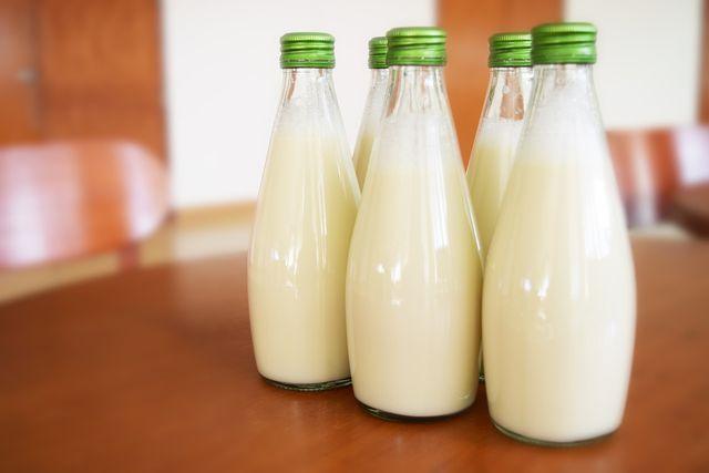 Probiotische Milchsäurebakterien sind auch in Kefir enthalten.