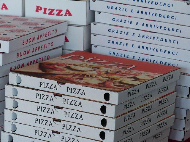 Pizzakartons gehören meistens nicht in den Restmüll.