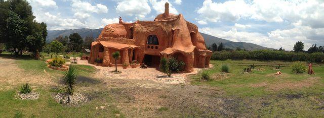 Dein Traumhaus aus Lehm solltest du mit einem fachkundigen Lehmbauer planen.