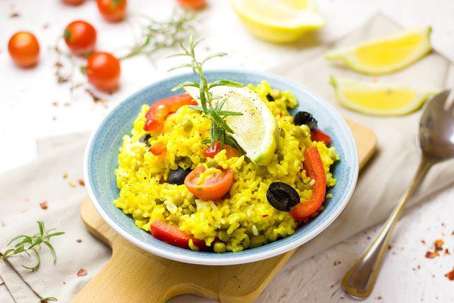 Spanische Paella wird traditionell mit Safran hergestellt.
