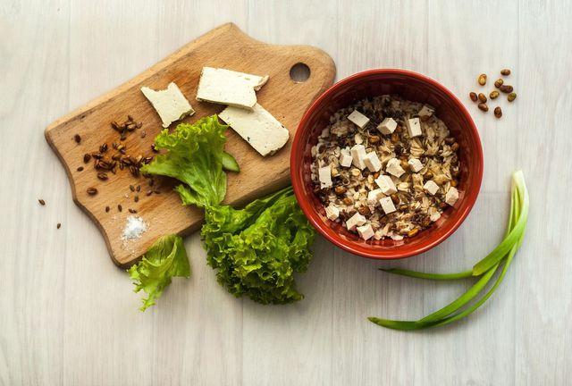 Porridge kannst du auch herzhaft zubereiten.