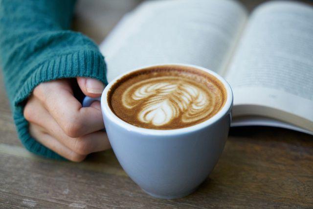 Eine Morgenroutine kann dir dabei helfen, geordneter und positiver in den Tag zu starten.