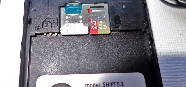 Das Shift 5.1 kann mit zwei SIM-Karten telefonieren, der Speicher ist erweiterbar