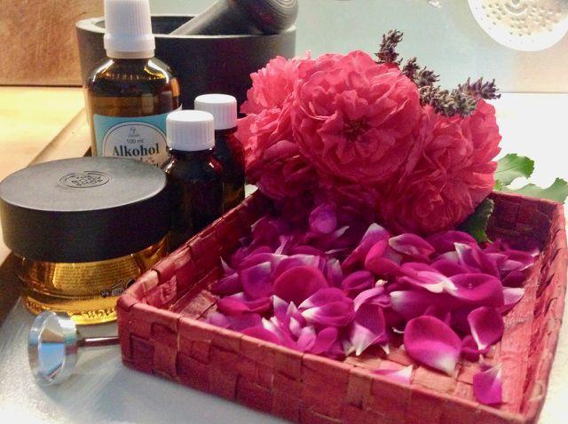 Rosenblätter der Grundstoff für Rosenessenz