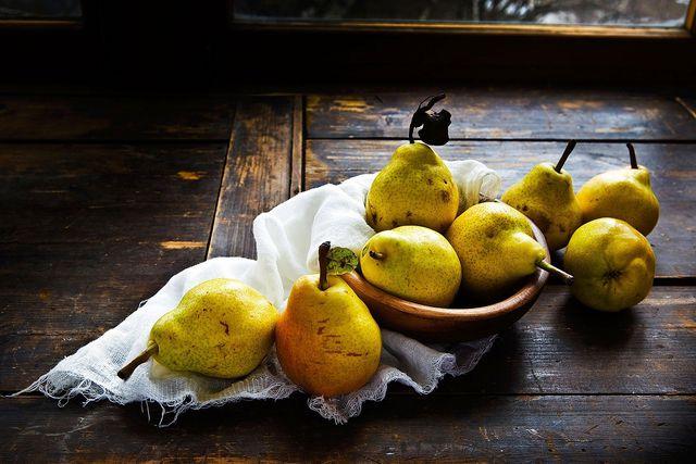 Mit reifen Birnen wird dein Schoko-Birnen-Kuchen besonders fruchtig.