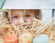 Kinderaugen strahlen, wenn der Osterhase auch kleine Geschenke bringt