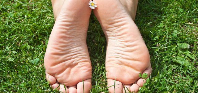 Hornhaut Entfernen Mit Diesen Hausmitteln Werden Die Füße Schön