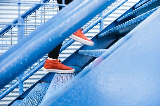 Treppensteigen hilft dir das Lampenfieber zu reduzieren.
