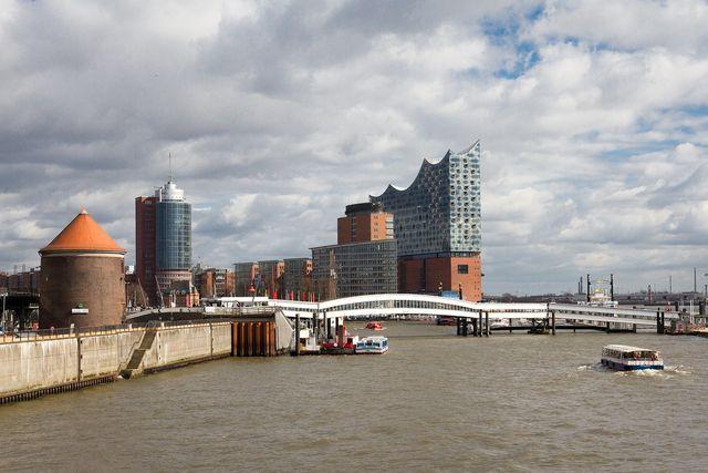 Die Fähren in Hamburg fahren mit HVO.
