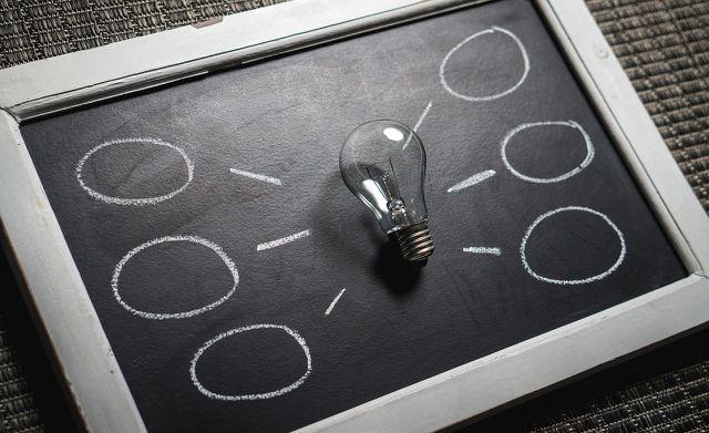 Laut dem Gesetz der Anziehung formen deine Gedanken und Ideen deine Wirklichkeit.