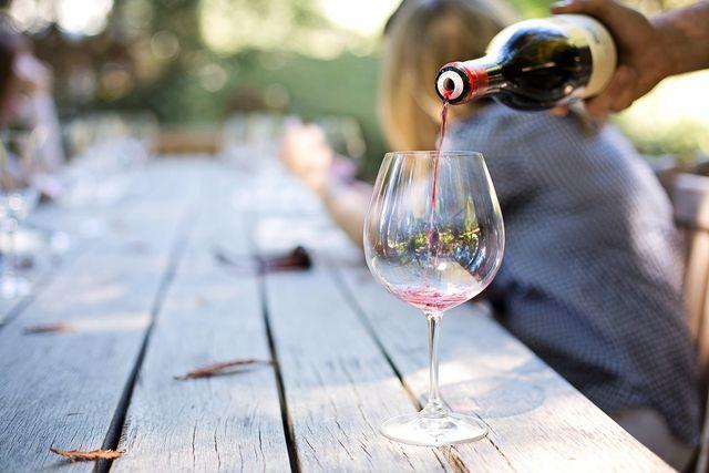 Aus deinen Trauben kannst du zum Beispiel deinen eigenen Wein herstellen.