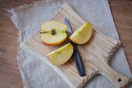 Äpfel kannst du im Ganzen verspeisen.