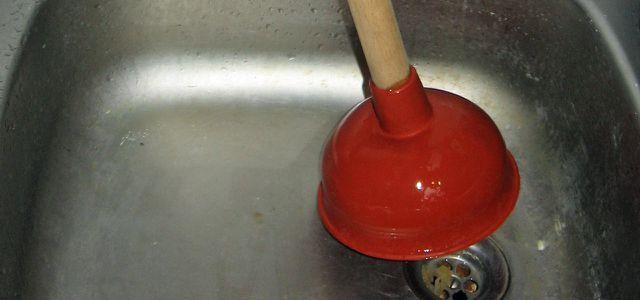 Abfluss reinigen geht ohne Chemie und Abfall.