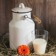 Kefir wird traditionell aus Milch hergestellt.