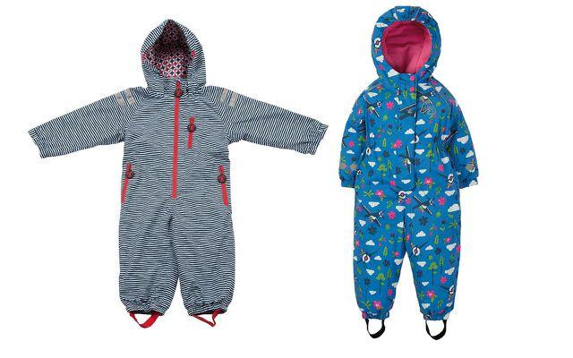 Mit Regenanzügen sind Kleinkinder perfekt ausgerüstet.