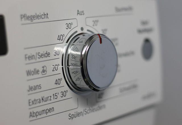 Am besten wäschst du deine Daunendecke nur mit dem Woll-oder Feinwaschprogramm.