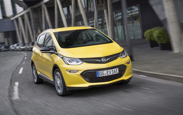 Mit tatsächlichen 450 km Reichweite definitiv weit mehr als ein Stadtauto: der Opel Ampera-e macht Tesla Konkurrenz.