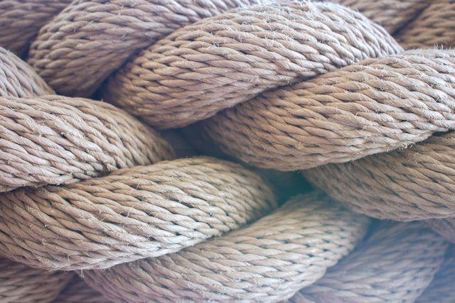 Aufgrund ihrer Widerstandsfähigkeit werden Ramie-Fasern auch in der Seilerei eingesetzt.