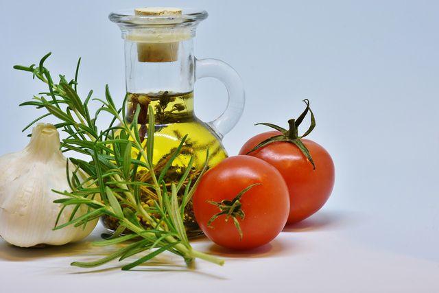 Pflanzliche Öle enthalten viele mehrfach ungesättigte Fettsäuren.