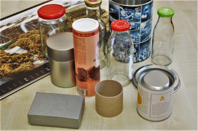Spardose basteln mit Upcyclingmaterial schont die Umwelt.