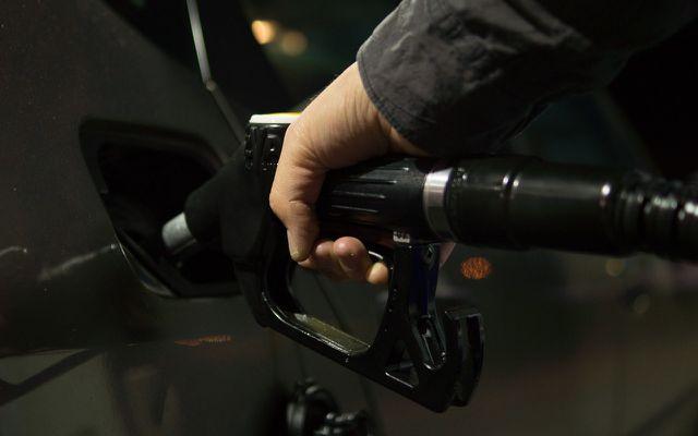 Benzin und Diesel sind typische Anwendungsgebiete des Erdöls. Dass es sich jedoch auch in Cremes und Salben versteckt, würde man auf den ersten Blick nicht denken.