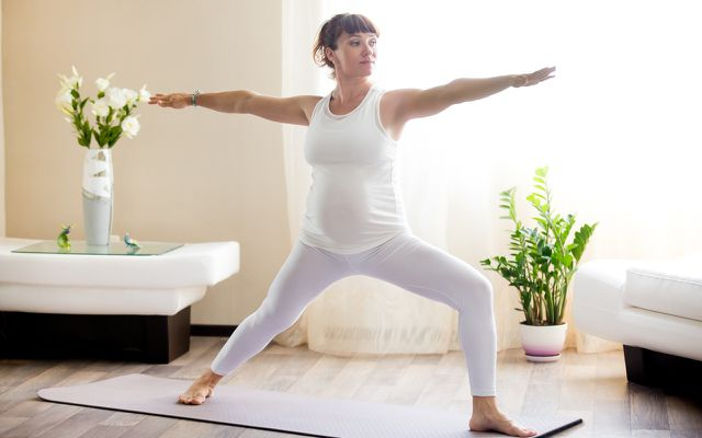 Die Krieger-II-Position eignet sich auch, wenn du schwanger bist.
