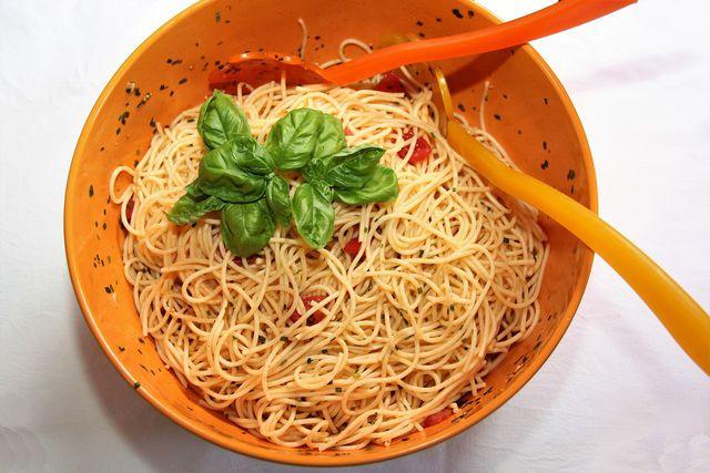Spaghettisalat schmeckt nicht nur im Sommer.