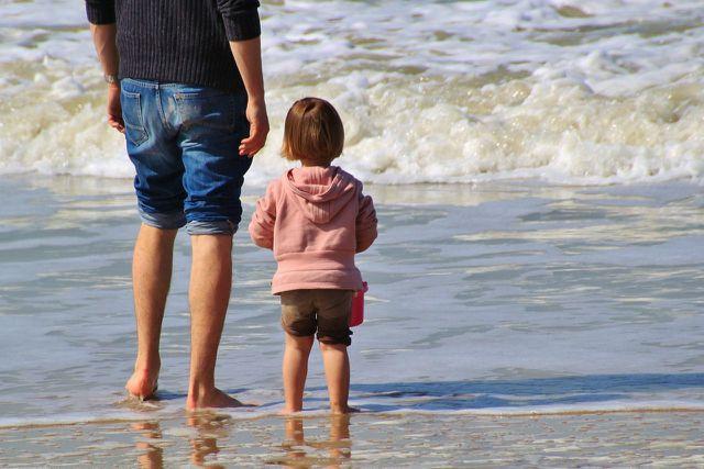 Kinder freuen sich besonders, wenn wir ihnen unsere Zeit schenken.