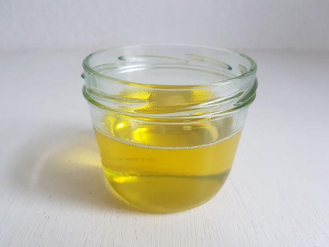 Flüssige Öle für selbst gemachte Handcreme