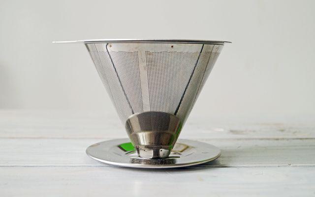 Wenn du für deinen Filterkaffee einen Edelstahlfilter benutzt, musst du zusätzlich keine Papierfilter verwenden – so entsteht weniger Müll.