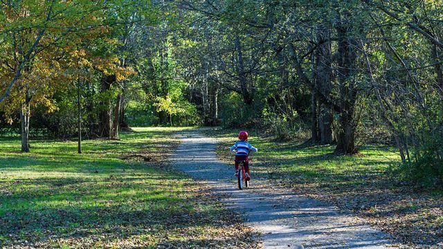 Mit dem richtigen Fahrrad haben bereits kleine Kinder viel Freude am Fahrrad fahren.