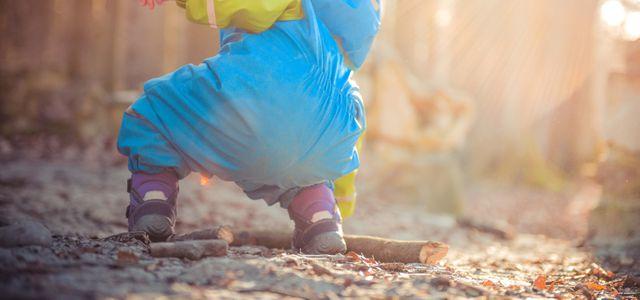 Gesund im Dreck – mit Matschhosen und Regenhosen