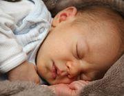 wann schlafen babys durch