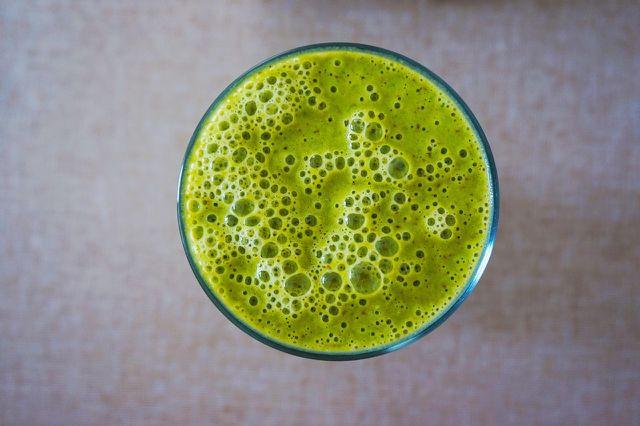 Mit einem grünen Smoothie wird dein Osterbrunch vielseitig.