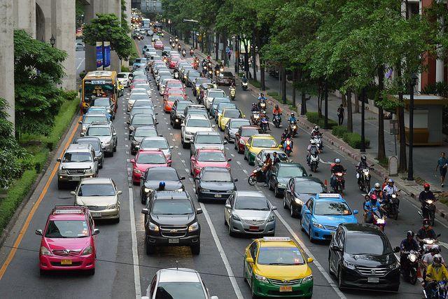 Auch wenn E-Autos in der Regel klimafreundlicher sind, verbrauchen sie trotzdem Energie und andere wertvolle Ressourcen.