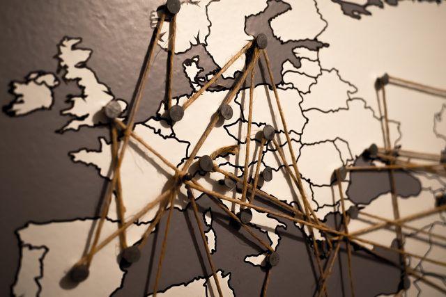 Bei langsamen Reisen innerhalb Europas kommt es nicht zu Jetlag-Symptomen.