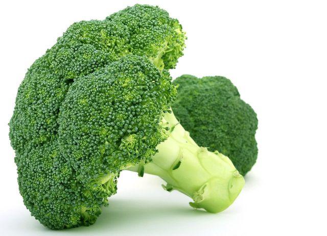 Brokkoli kannst du samt Stiel verarbeiten.
