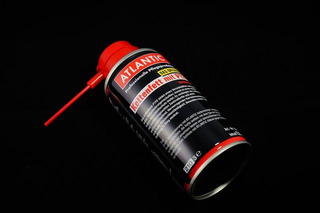 Beim Ölen mit der Sprühflasche solltest du darauf achten, dass das Öl nicht an die Bremsen gelangt und so die Bremswirkung herabsetzt.