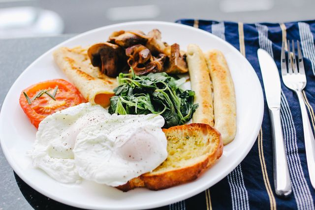 Pochierte Eier schmecken nicht nur zum Frühstück.