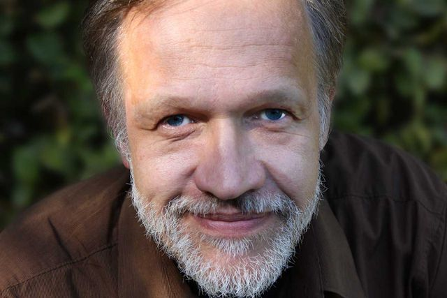 Der Autor: Jörg Sommer ist Vorstandsvorsitzender der Deutschen Umweltstiftung, Dozent an der Hochschule für Nachhaltige Entwicklung Eberswalde und geschäftsführender Herausgeber des JAHRBUCH ÖKOLOGIE.