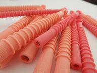 Auch mit Lockenwicklern kannst du dir Locken machen - das Problem hierbei: Zumeist sind diese aus Plastik.