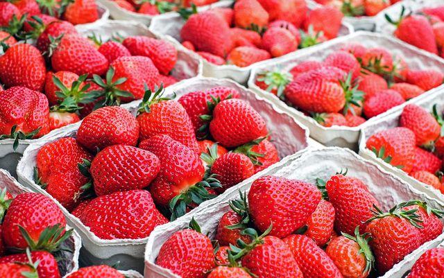 Sommerliche Nicecream mit Erdbeeren